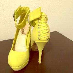 Other - Neon pumps size 6